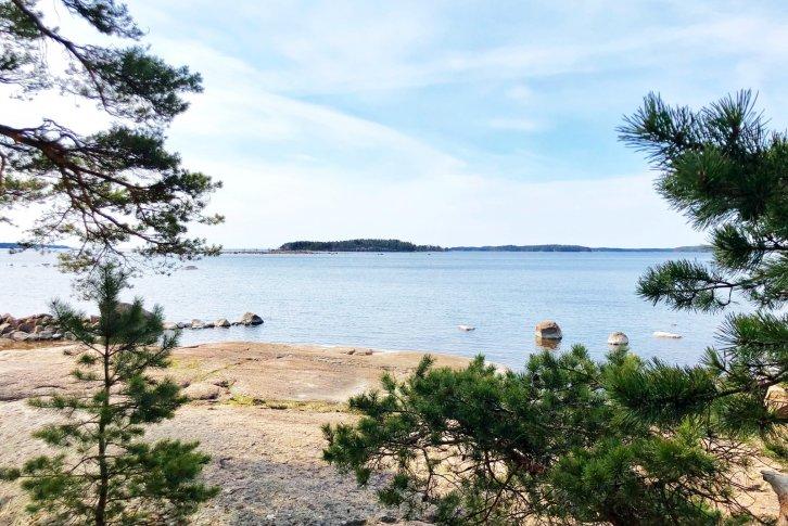 Участки земли в финляндии каймановы острова работа