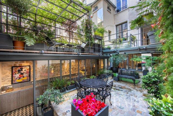 Купить дом в париже рейс дубай ростов скорбим