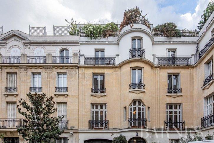 апартаменты в париже купить