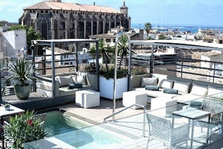Купить отель на майорке работа международником в европе