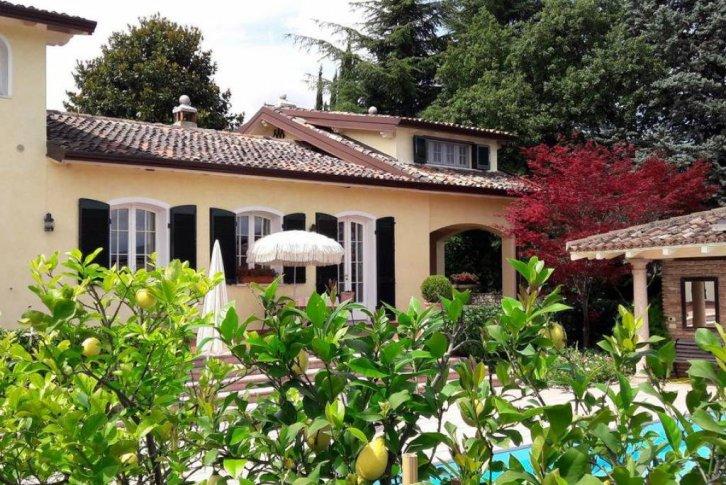 Купить дом на озере гарда квартира в греции у моря снять