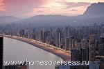 Бенидорм с его высотными зданиями не похож на другие курорты Коста-Бланки
